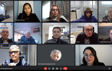 Reunião sela parceria para formação destinada a servidores da Adapar